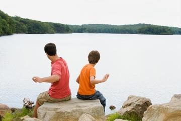 kids skipping rocks